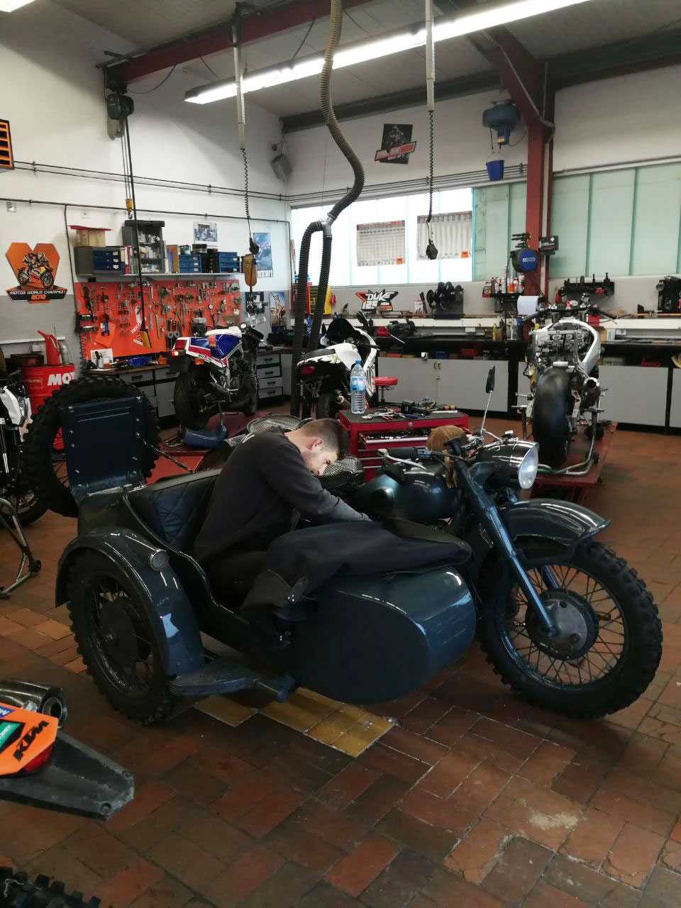 KTM Vertragshändler Motorradsport Schmitt - Restauration URAL M 72 Wehrmachtsgespann